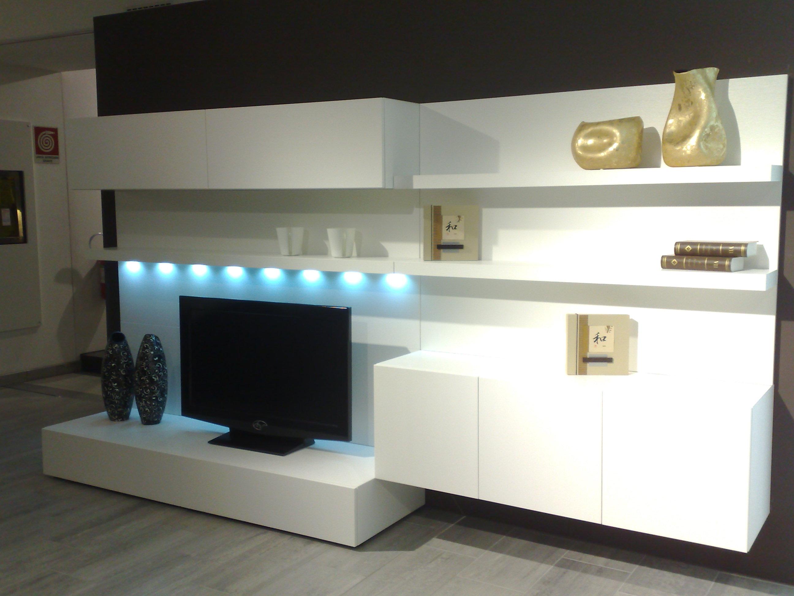 Illuminazione Soggiorno Con Faretti: Come arredare un open space ...
